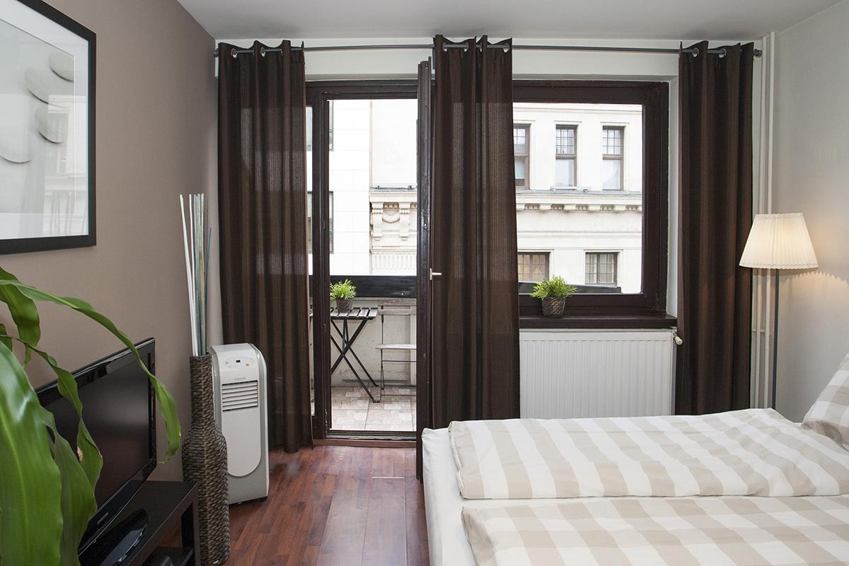 Rent a cheap studio with balcony near Vaci utca, in the ...